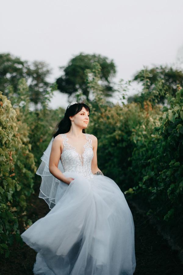 фотосесія в виноградному полі, поле винограду одеса для фотосесії, фотосесія на весілля в стилі файн арт